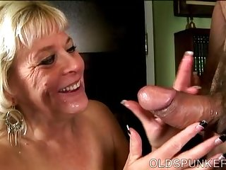 Super sexy old spunker gives an amazing..