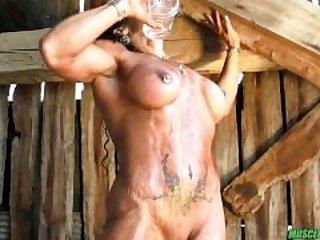 Buff Amazon Woman gets kinky