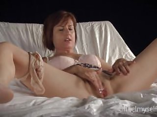Gorgeous Milf Orgasm Contractions 7.05