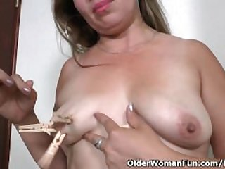 Latina milf Cintia enjoys clothespins on..