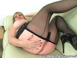 British milf Alisha Rydes masturbates in..