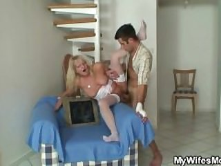 She fucks son-in-law after couple of..