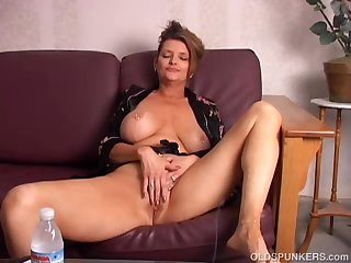 Beautiful big tits old spunker playing..
