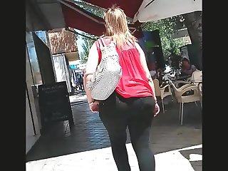 CANDID ASS SEXY MOM (MC)