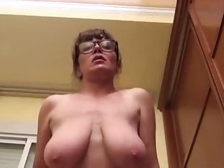 HUGE MASSIVE NATURAL MATURE BOOBS MILF..