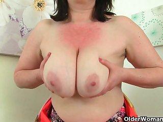 British milf Janey fucks her hairy pussy..