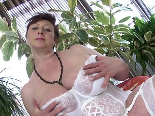 Mature busty princess MILF need a good..