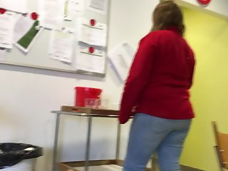 Thick mature woman at work