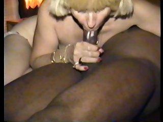 cuckold's wife smokes a black pole