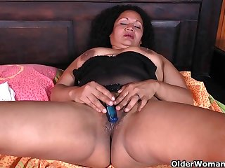 Latina milfs Sharon and Laura need a..