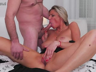 Sexy mature housewife  and mom fucking..