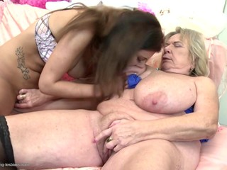Granny with supersized huge saggy tits..