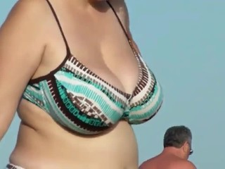 Chubby MILF walking on the beach. Sexy..