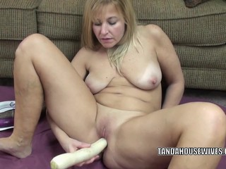 Curvy MILF Liisa is fucking her sweet..