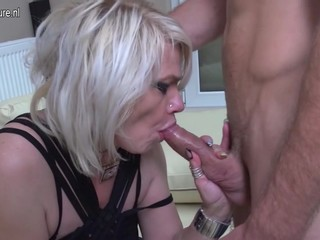 Mature slut mom taking it up the ass